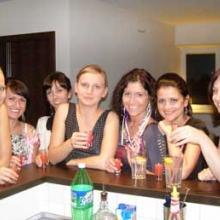 wieczór panieński przy domowym barze