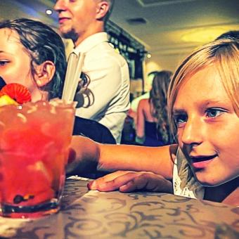 dzieci-przy-barze